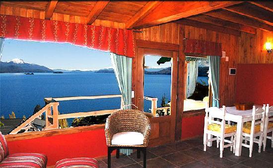 Apart Hotel Cabanas Balcon al Lago : Cálidos ambientes ante una gran vista