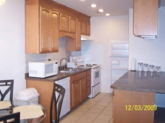 Sulphur Choice Suites: Kitchen