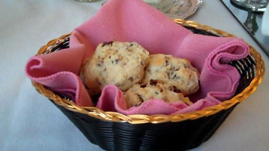 Henry Whipple House: Yummy scones
