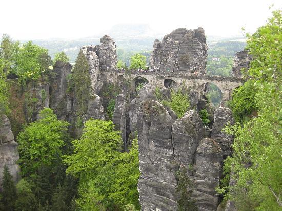 Bad Schandau, Duitsland: Ein Erlebniss über diese Brücke zu gehen