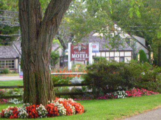 Earl of Sandwich Motel : Great landscaping