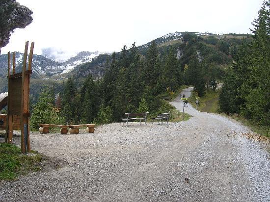 Hotel Aschenbrenner: Wir sind mit der Alpspitzbahn zu der neuen Aussichtsplattform hoch gefahren und dann ein wenig g