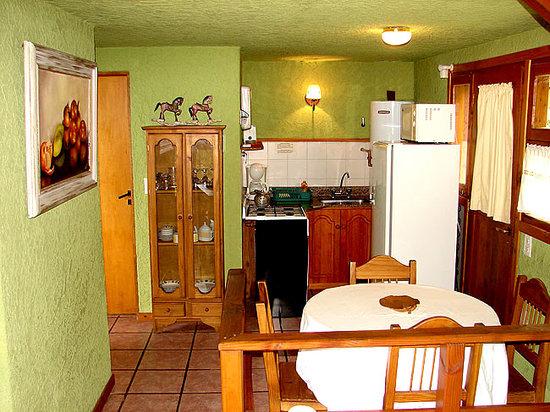 Apart Hotel Cabanas Balcon al Lago: cocina completamente equipada