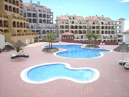 Dinastia Holiday Apartments: TWO POOLS