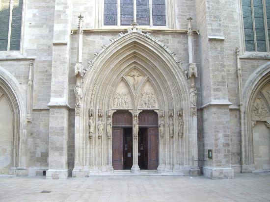 Church of the Minorites (Minoritenkirche) : Minoritenkirche, Eingang