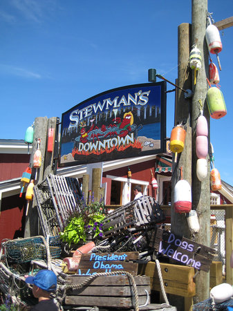 Stewman 39 s sign picture of stewman 39 s downtown lobster for Food bar harbor