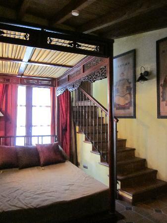 La Villa Marbella : Shanghai suite- steps lead to bathroom and private terrace!