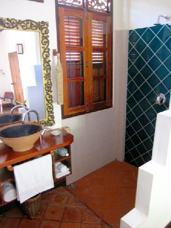 Lotus Villa Boutique Hotel: Bathroom