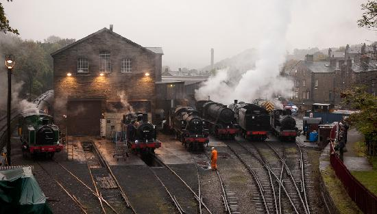 Rosebud Cottage Guest House: Howath Engine Shed from the Bridge just  near the B&B