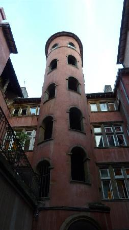 Vieux Lyon : Hidden courtyard in old town