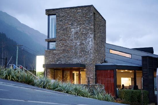 Queenstown Park Boutique Hotel: The Tower Suite rises up from the Hotel