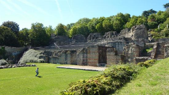 Theatres Romains de Fourviere: The small amphitheater