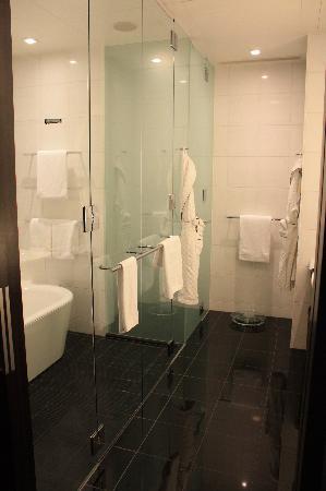 31st floor corner suite - bathroom (MAGICAL)