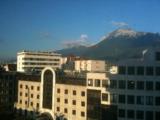 Novotel Grenoble Centre : View from our room just after 7am