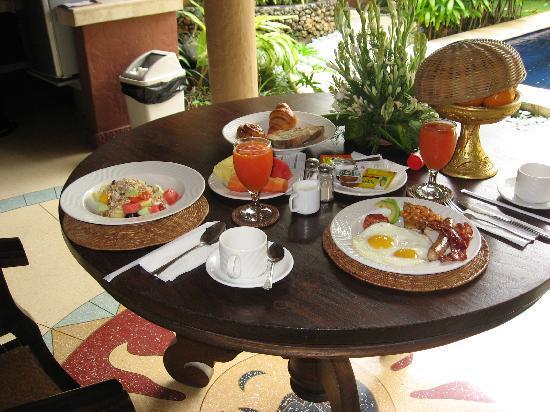 The Villas Bali Hotel & Spa: Wonderful breakfast @ The Villas Bali