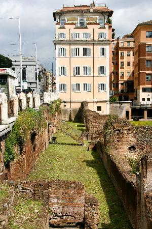 Palazzo Manfredi - Relais & Chateaux: walking back to the Hotel Built on ruins