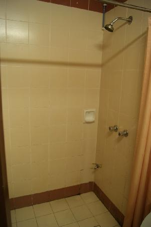 Seri Malaysia Genting Highlands: Bathroom (walk-in shower)