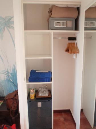 Blue Margouillat Seaview Hotel: Closet
