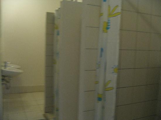 Hostel ABEX : salle de bain mixte