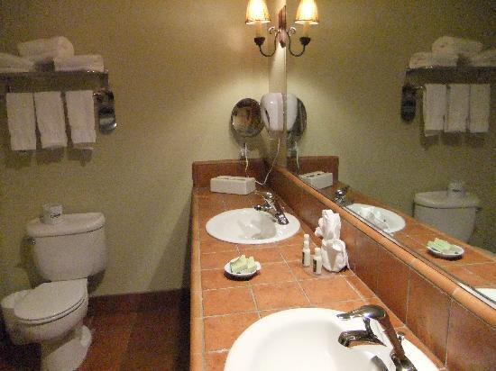 Paso Robles Inn: Bathroom