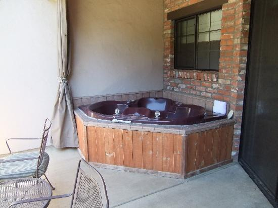 Paso Robles Inn: Spa tub