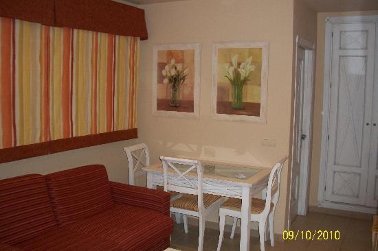Apartamentos Piedramar: Salon
