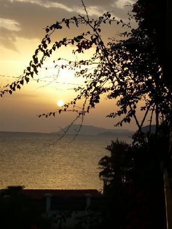 Hotel Port Helene: Coucher de soleil depuis le balcon
