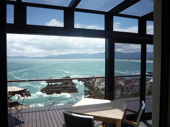 Cliff Lodge: Traumhafte Aussicht vom Frühstücksplatz.