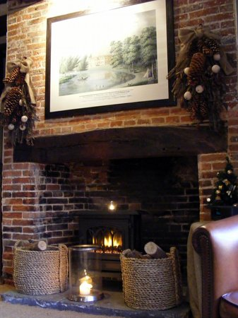 The White Horse Brasserie: Fireplace