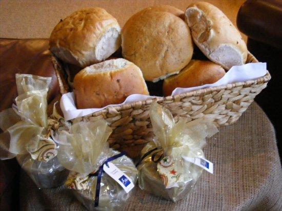 The White Horse Brasserie: Bread basket