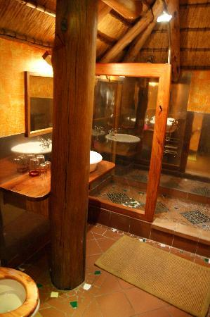 The Stiltz: Bathroom