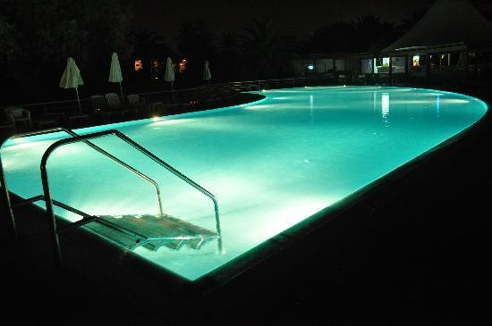 Agapi Beach Hotel: la piscine, la nuit