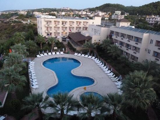 Aska Bayview Resort: Hotel pool