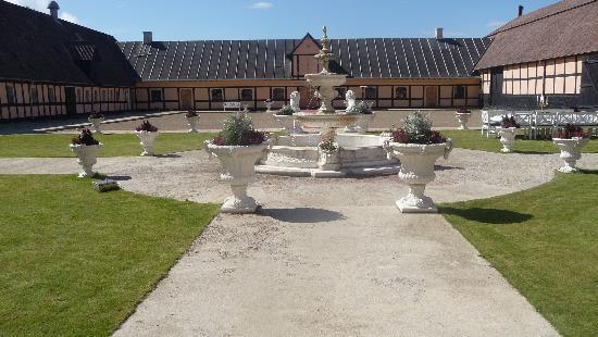 Skrobelev Gods Manor House: The French garden