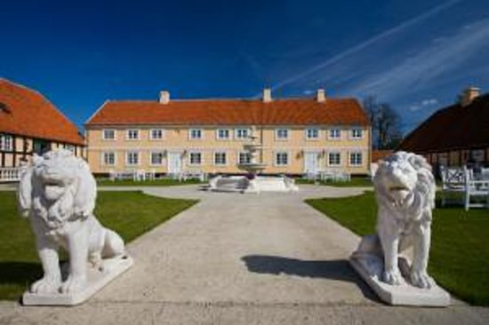 Skrobelev Gods Manor House: A Manor House with a special ambience