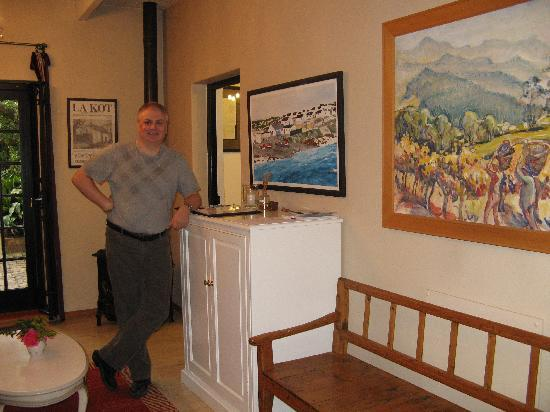 Akademie Street Boutique Hotel and Guest House : Kenneth in the living room of Oortuiging