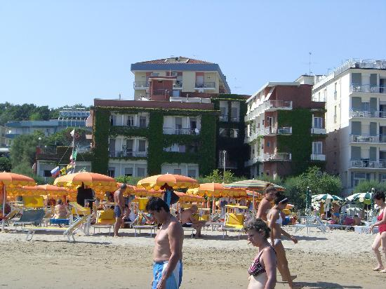 Giovanna Regina Hotel: Strand-Ansicht