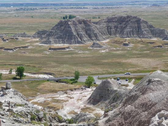 Sunshine Inn: hiking the Badlands - just South of Wall