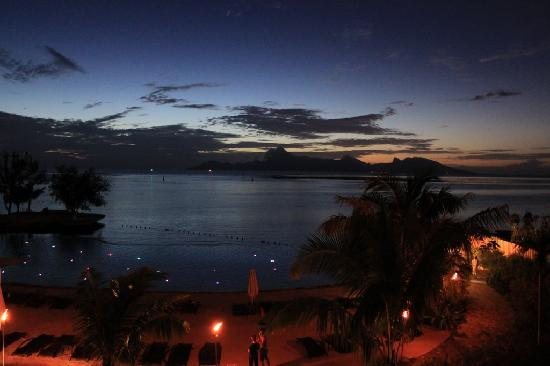 Manava Suite Resort Tahiti : Night time