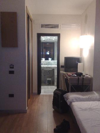 Catalonia Mikado Hotel: Vista general de la habitacion