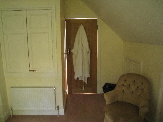 Tibbiwell Lodge: Gap around bedroom door