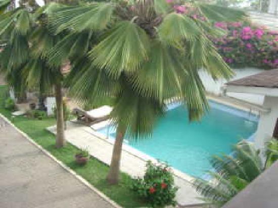 La-Paradise Inn : the pool