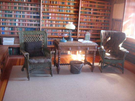 East Haddam, CT : A little nook in Gillette's library