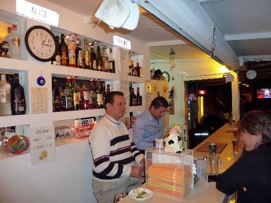Alice Springs Hotel: George & Elias at the bar