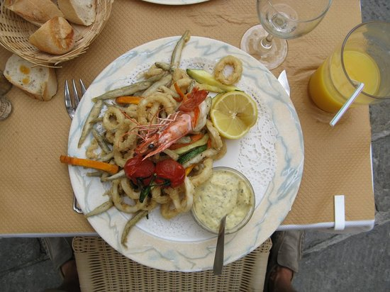 Saint Nicolas: Petites friture means that fish is small, not the portion