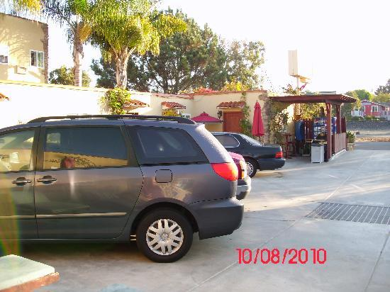 Leucadia Beach Inn: Parking Area with more around back