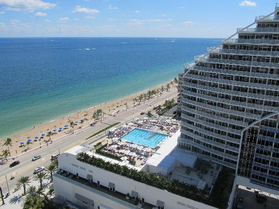Hilton Fort Lauderdale Beach Resort: the sea view you had to strain to see! (not)