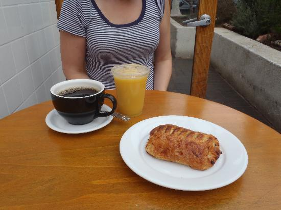 Amelia's: Pain au chocolat, drinks