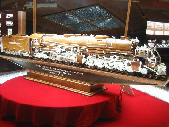 Zanesville, Οχάιο: One of many hand carved Steam Engine Trains-Warther Museum