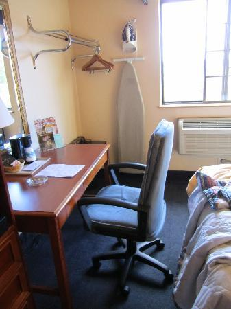 Days Inn Keene NH: cramped room, the chair can't even fit under the desk AND you can't even walk past it